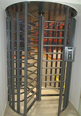 Puertas de ingreso a bodega